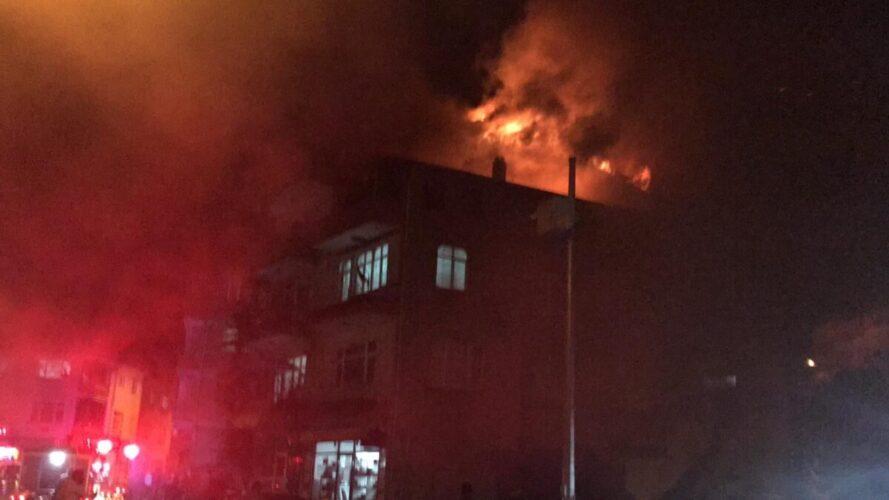 Ünye'de karısıyla tartıştığı iddia edilen adam evi yakıp kaçtı.
